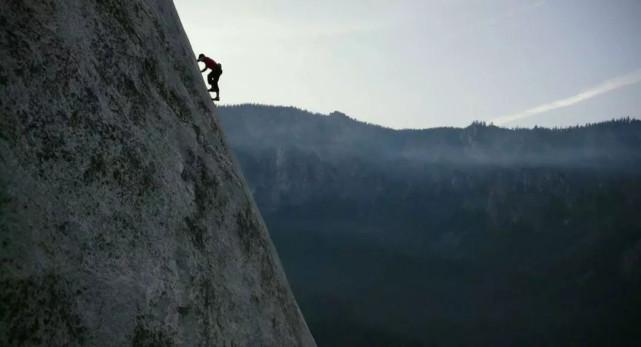 世界第一个徒手登顶伊尔酋长岩的人