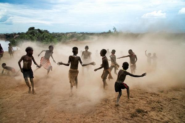 """埃塞俄比亚""""被诅咒""""的部落儿童"""