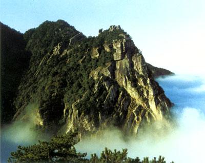 铁船峰――具滑脱褶皱的震旦纪砂岩