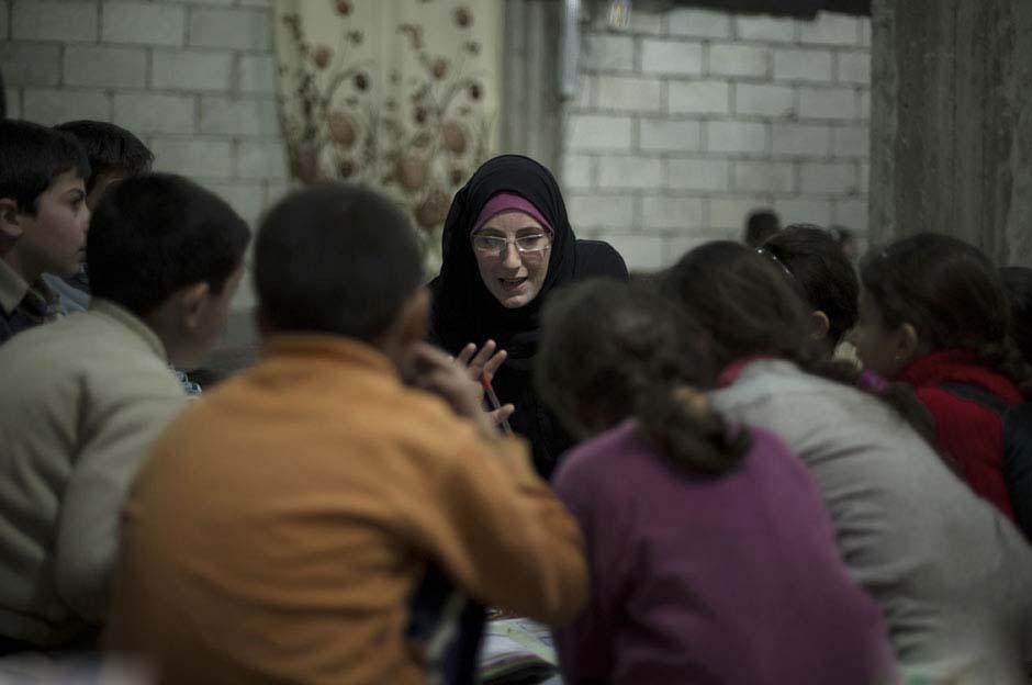 实拍战火下的叙利亚地下学堂(组图)