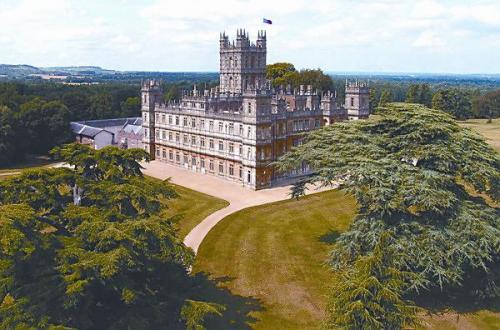 英国庄园离不开一座历史悠久的城堡。