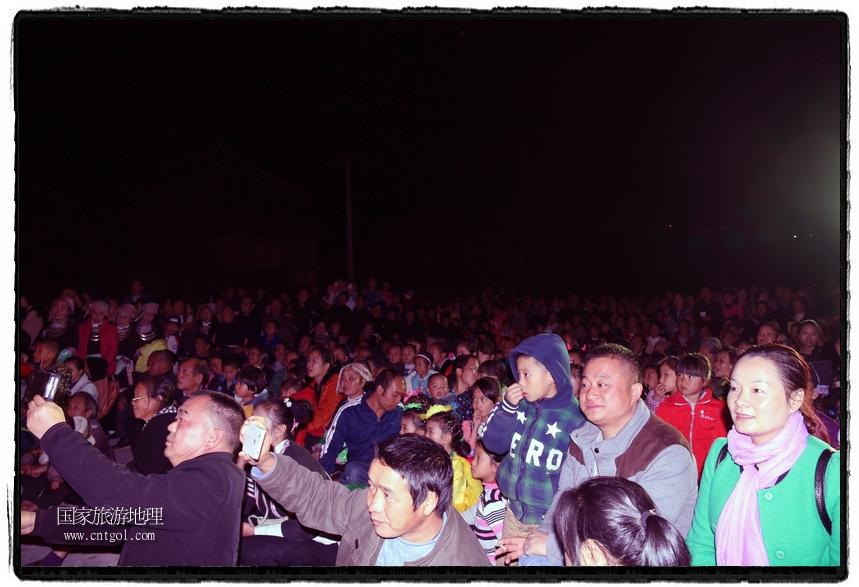 """地青侗寨数千侗族同胞载歌载舞,与八方宾客共庆当地一年一度最为盛大的节日――石氏""""鱼冻节"""""""