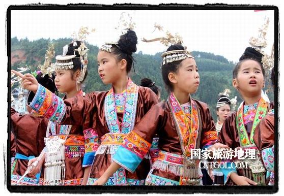 穿侗族盛装的侗家姑娘