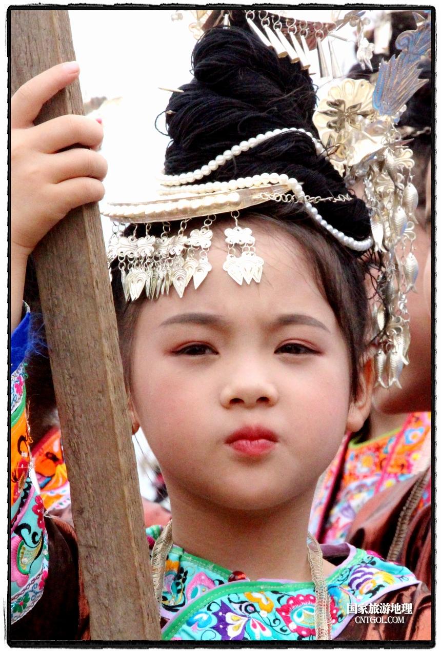 穿民族盛装的侗家姑娘