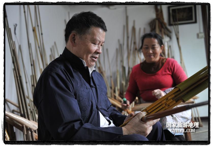 今年66岁的莫厌学,是贵州省黔东南苗族侗族自治州雷山县丹江镇排卡苗寨人。
