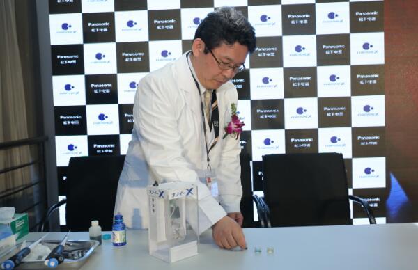 技术人员现场演示nanoeX除菌实验