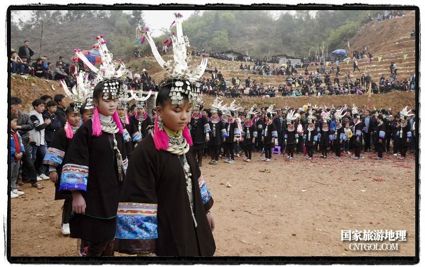 2018年3月31日,贵州省从江县苗族同胞相聚东朗镇举行踩歌堂活动。图为:芦笙堂内外 (龙梦前摄)