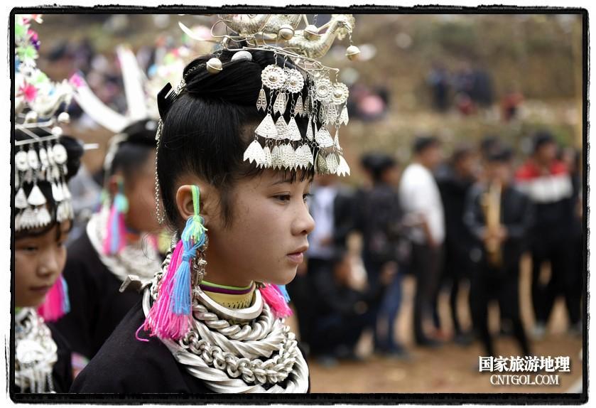 2018年3月31日,贵州省从江县苗族同胞相聚东朗镇举行踩歌堂活动。图为:苗族女孩在踩歌堂(龙梦前摄)