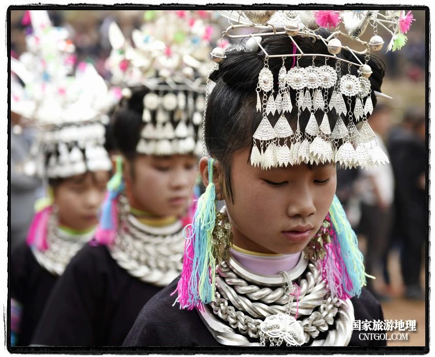 2018年3月31日,贵州省从江县苗族同胞相聚东朗镇举行踩歌堂活动。图为:银光闪闪(龙梦前摄)
