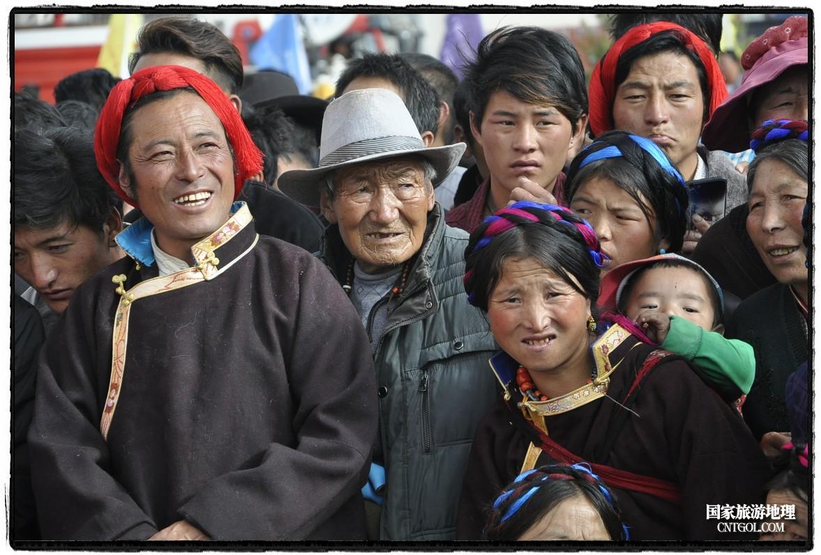 茶马古道进藏首驿――西康藏芒第六届茶马古道旅游文化艺术节开幕活动现场