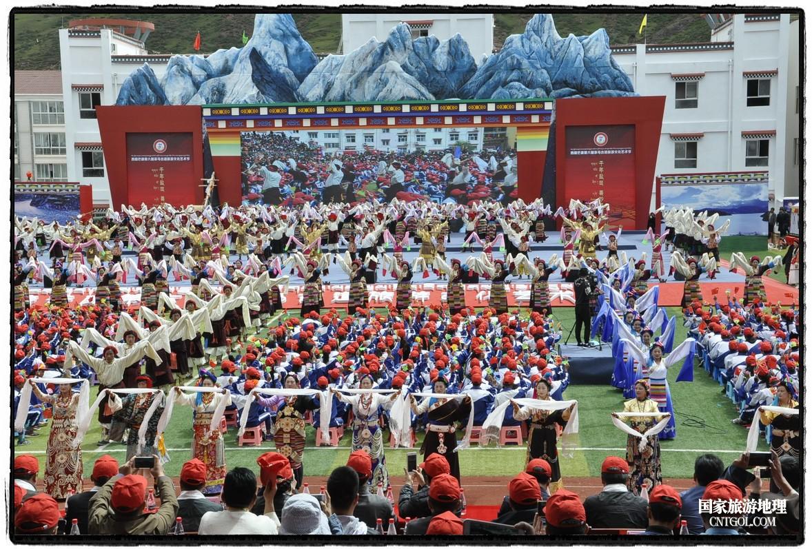 茶马古道进藏首驿――西藏芒康第六届茶马古道旅游文化艺术节开幕活动现场
