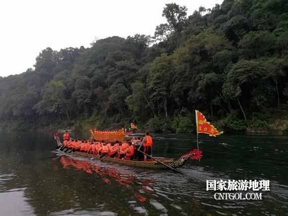 江西婺源汪口龙舟竞渡庆祝中国农民丰收节(图)