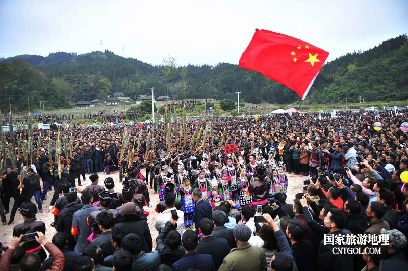 2018年12月5日,在2018注册开户送体验金平台省黔东南从江县贯洞镇五年一度的侗族鼓藏节上,一支芦笙队正在参加比赛。--梁光源摄