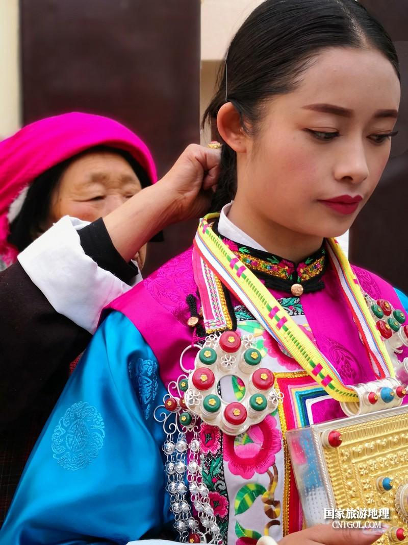 拉茸卓玛出嫁时的服饰