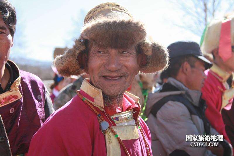 背水,曾是藏族妇女勤劳的标志之一。