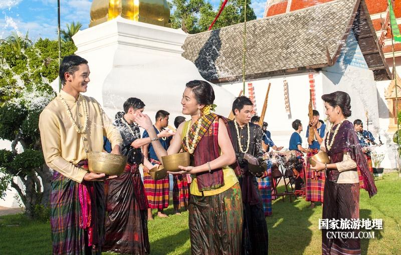 泰国人的新年狂欢-宋干节/曼谷泼水节上
