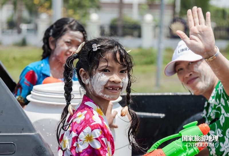 泰国人的新年狂欢-宋干节/可爱的小女孩