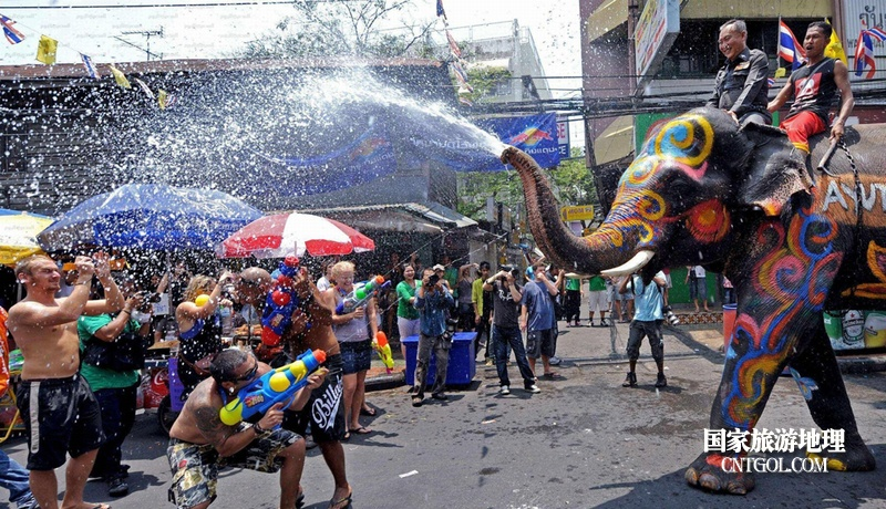 泰国人的新年狂欢-宋干节/人象互射