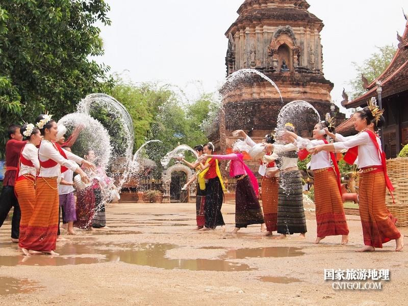 泰国人的新年狂欢-宋干节/曼谷宋干节上的泼水狂欢