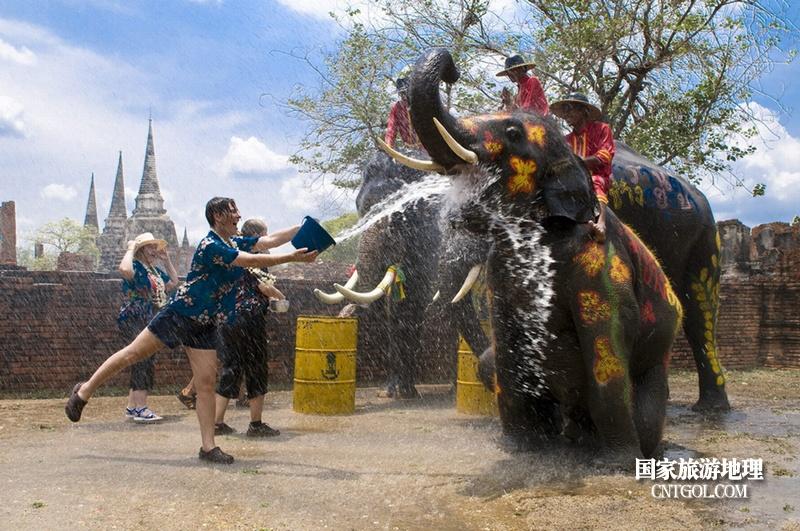 泰国人的新年狂欢-宋干节/水泼大象