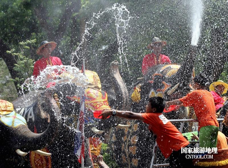泰国人的新年狂欢-宋干节/人象之战