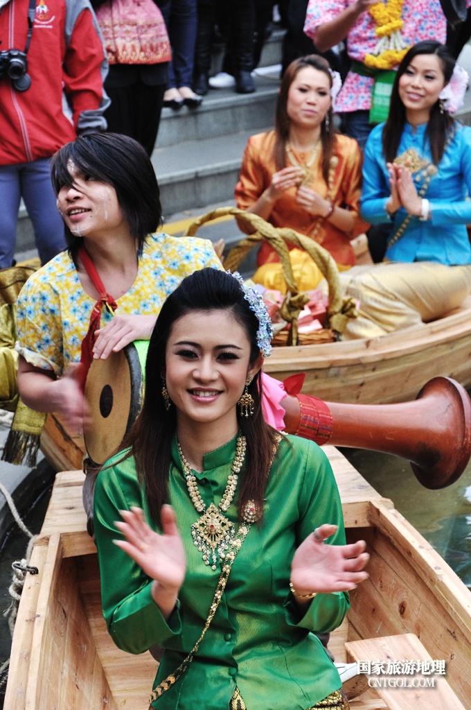 泰国人的新年狂欢-宋干节/助阵美女