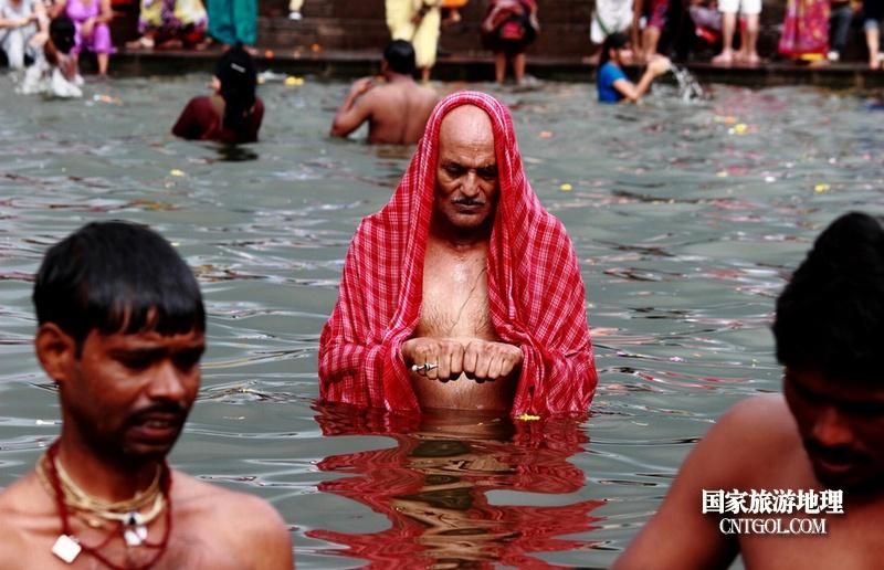 印度人救赎灵魂的大壶节/大壶节教徒圣浴洗清罪孽