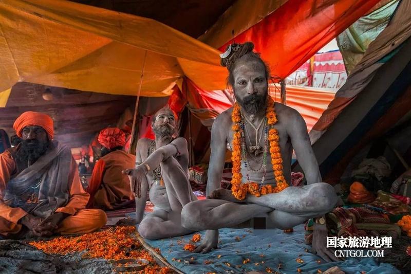 印度人救赎灵魂的大壶节/恒河边安营扎寨的苦行僧们