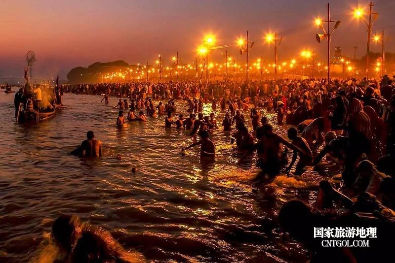 印度人救赎灵魂的大壶节/恒河大壶节夜晚