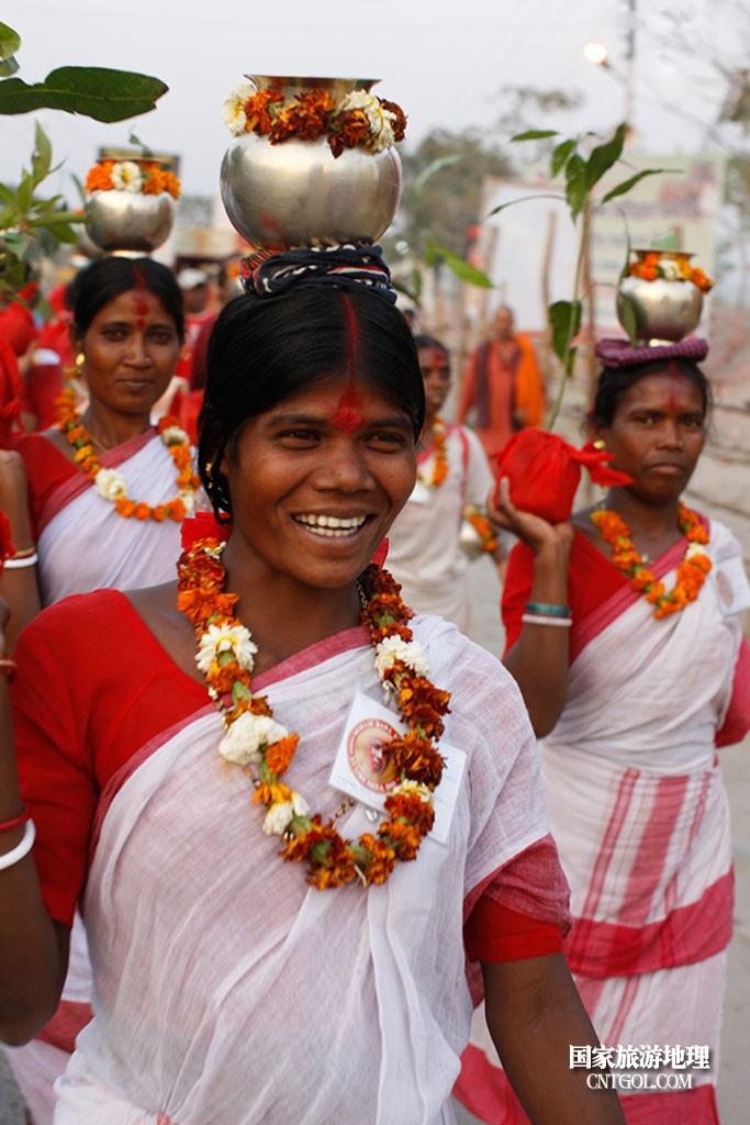 印度人救赎灵魂的大壶节/头顶圣水的印度姑娘们