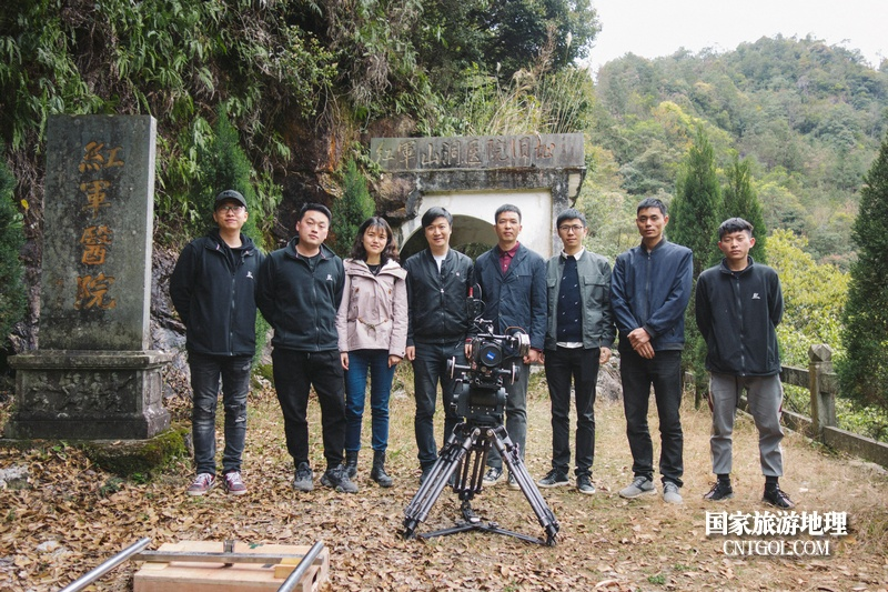 《挺进师》纪录片在温州泰顺开拍/导演和摄影师及工作人员合影