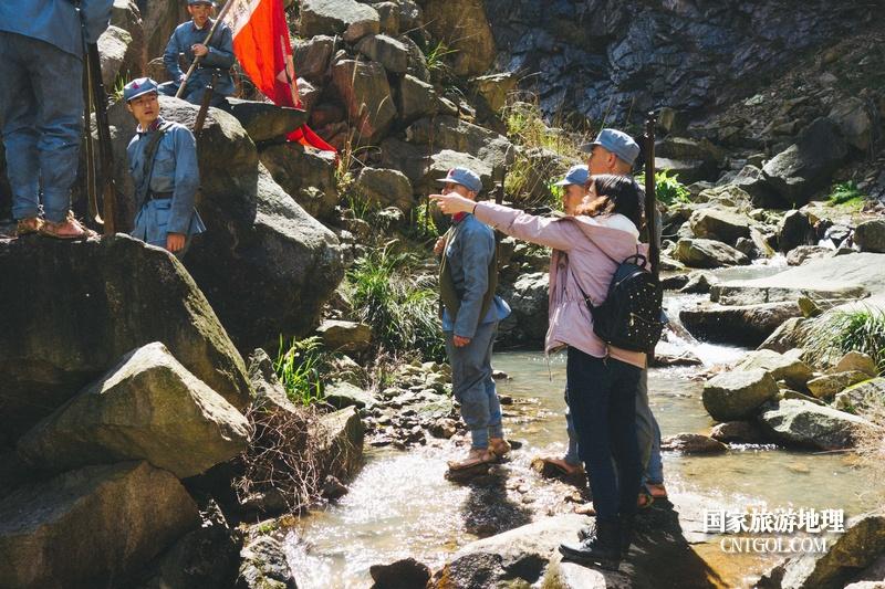 《挺进师》纪录片在温州泰顺开拍/导演指导演员的站位