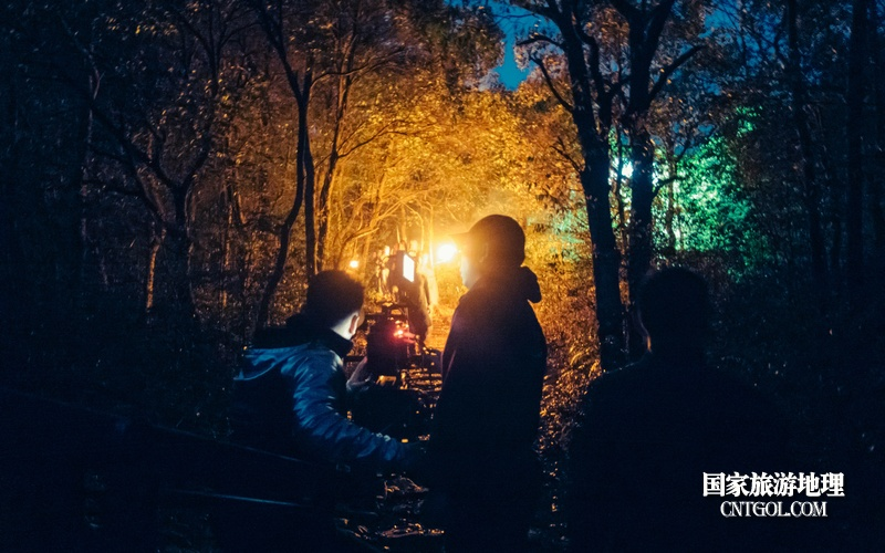 《挺进师》纪录片在温州泰顺开拍/在夜间拍摄