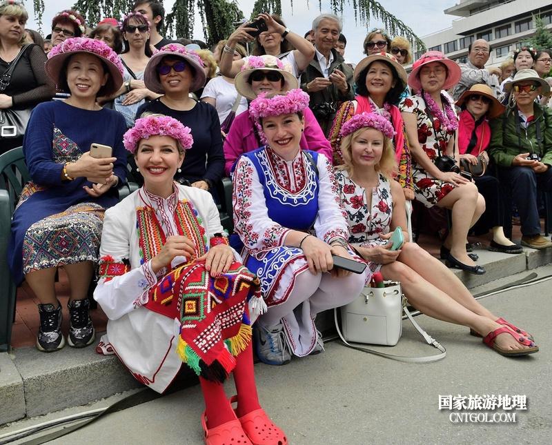 在那玫瑰花盛开地方保加利亚/亲历保加利亚玫瑰花节的中国游客们