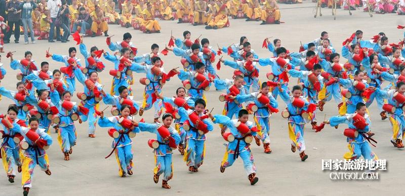 """走进""""中国花鼓之乡""""山西翼城/翼城的孩子们在表演花鼓"""