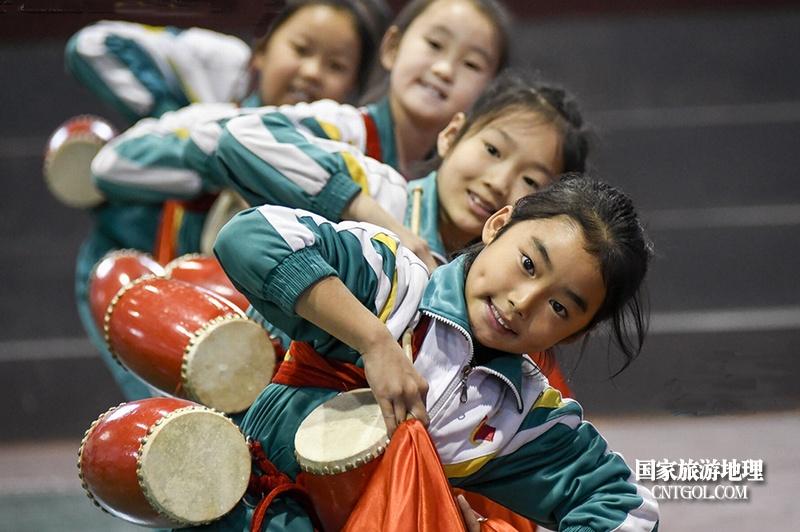 """走进""""中国花鼓之乡""""山西翼城/翼城小学生们在起舞"""