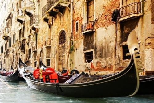 乘贡多拉游水城威尼斯 阡陌纵横的浪漫河道