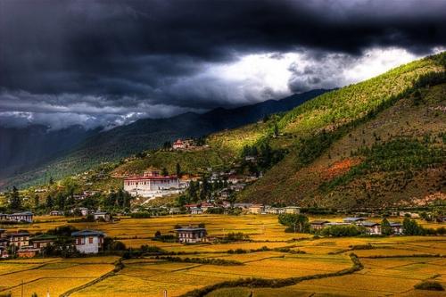 """下一个""""香格里拉"""" 跟随信徒的脚步膜拜神秘不丹"""