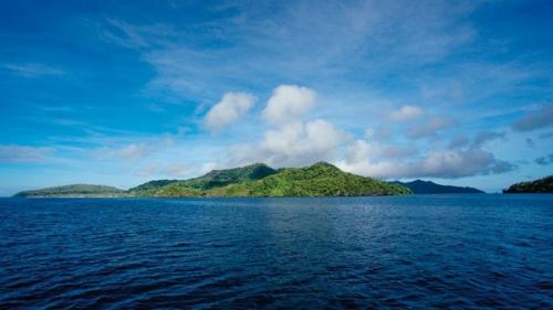 奔赴斐济尊贵私人度假岛 洁白沙滩上赤足漫步