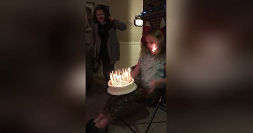 美国一女子吹生日蜡烛致头发着火
