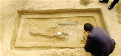 新郑发现2000年前的青铜宝剑:刃部仍然锋利