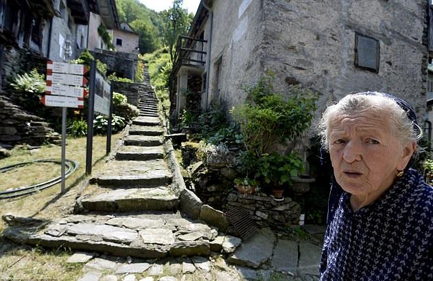 意北部村庄人口锐减 一村庄仅剩90岁老妇