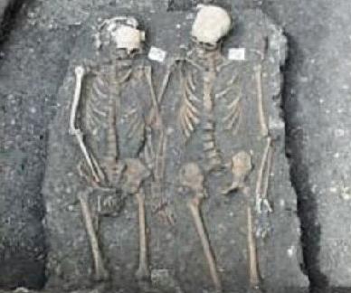 墓葬中发现手挽手的夫妇尸骨 专家倍感吃惊