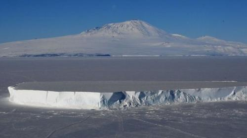 科学家新发现!南极冰穴暖如夏未知物种似曾栖身