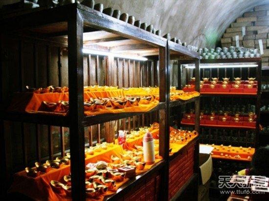 中国第一地下金库内部曝光:3万多个保险箱