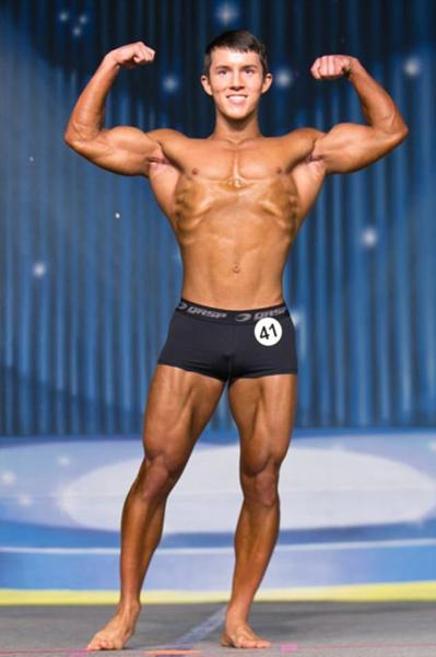 美17岁男孩练就强健体魄 斩获健美比赛冠军