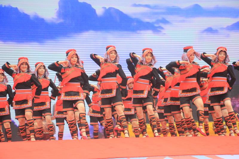 2018年金秀圣堂山杜鹃花旅游文化节展现瑶族文化魅力