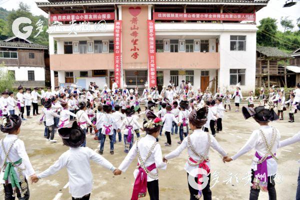 """从江秧里村:迎来浙江萧山日报11名""""小记者""""体验侗家风情"""