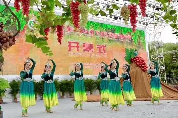 第二十七届中国丝绸之路吐鲁番葡萄节盛大开幕