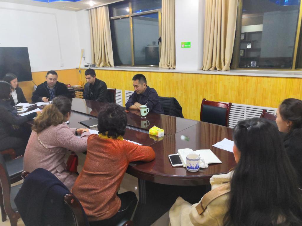 """喀什地区旅游局召开""""聚焦总目标,实干促落实,找问题、补短板""""为主题的批评和自我批评组织生活会"""